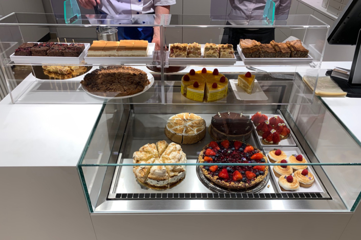 Vitrine Kuchen und Torten Park Café